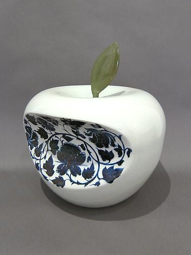 Li Lihong - Apple - China (Blue), 2007