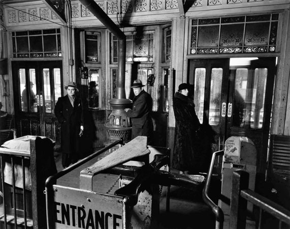 El Station Interior, New York, 1936