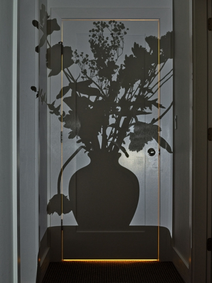 abelardo morell flowers for lisa 36
