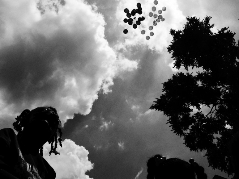 Carlos Javier Ortiz, Balloons, Englewood, Chicago, 2009, archival pigment print, 15x20, edition of 7