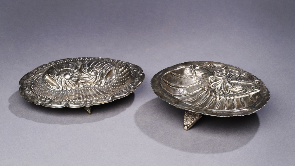 Oval Trays with Clam and Shell Design