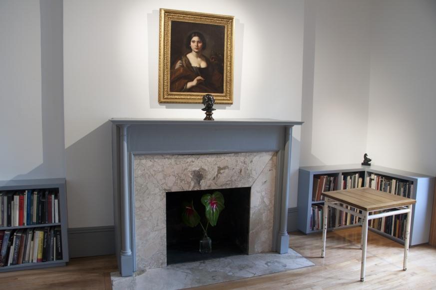 Fireplace: Maratti, Le Corbusier, Head of a Cupid