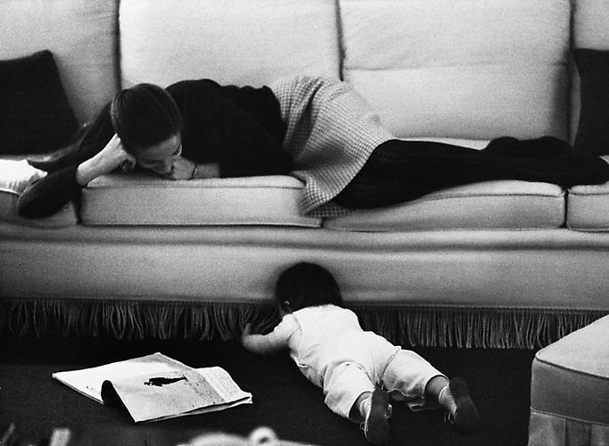 YUL BRYNNER Doris with her daughter Victoria, Switzerland, 1963