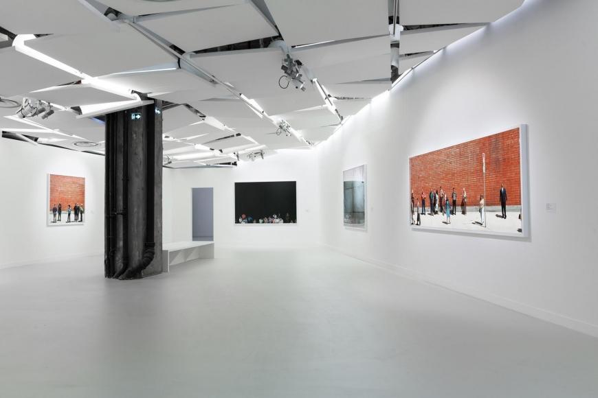 "View of the exhibition ""Alex Prager,"" Galerie des Galeries, Galeries Lafayette Paris © Thibaut Voisin"