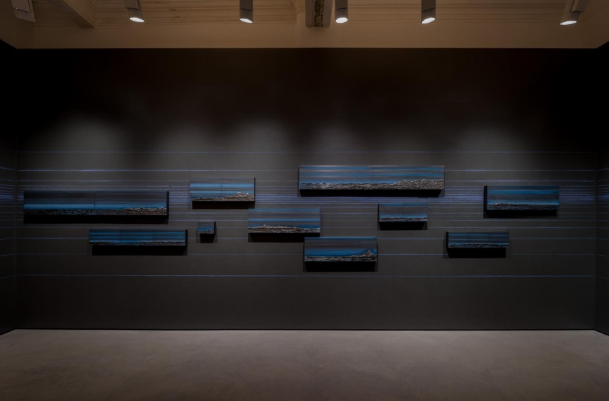 Teresita Fernández, Rise and Fall installation view 2