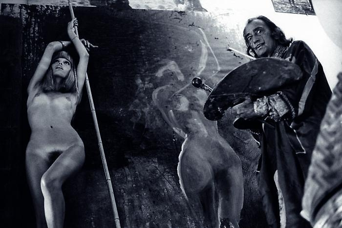 YUL BRYNNER Salvador Dali painting Amanda Lear, Spain, 1971
