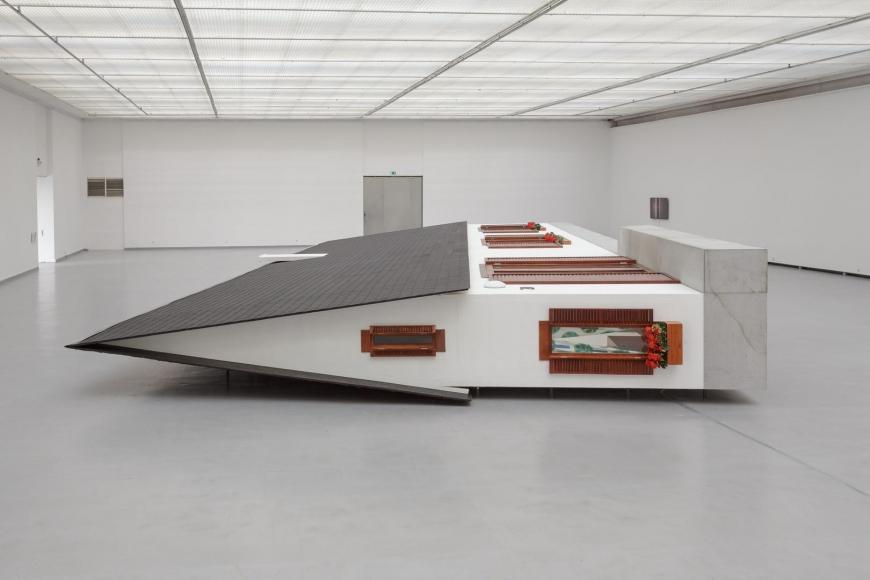 Installation view, Erwin Wurm: Narrow House, 2015