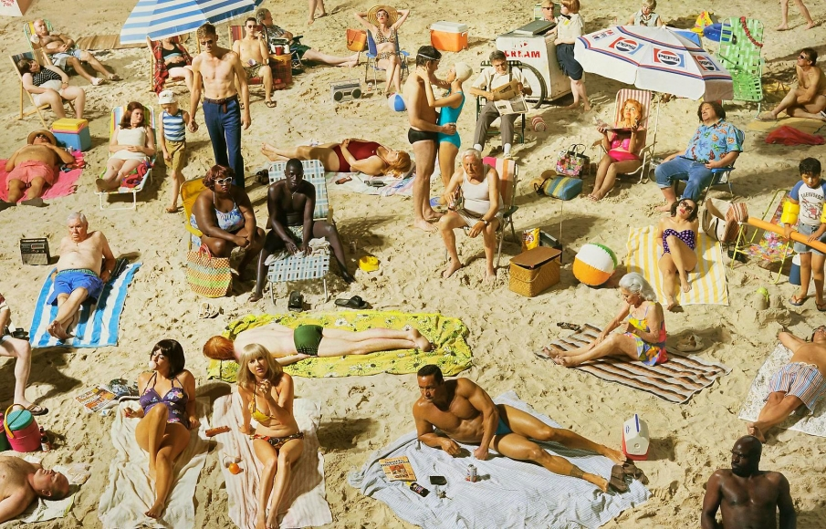ALEX PRAGER, Crowd #3 (Pelican Beach), 2013