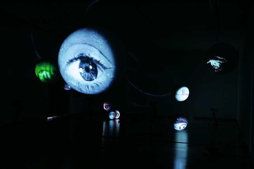 TONY OURSLER: Dispositivos