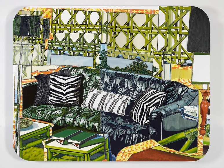 米卡琳·æ¹¯é¦¬æ–¯ Interior: Black Couch with Zebra Pillows, 2013