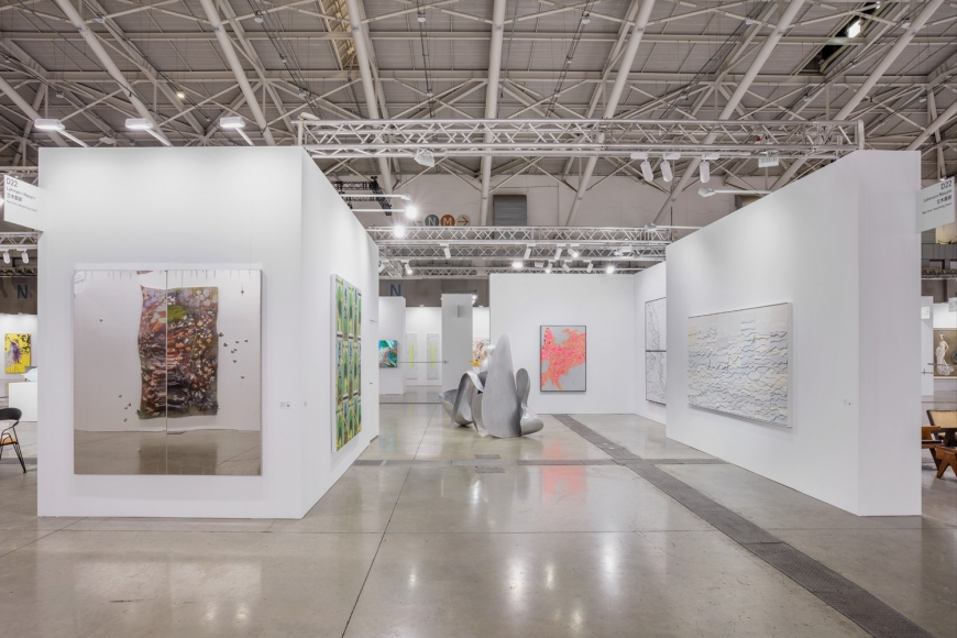 Installation view of Lehmann Maupin's booth at Taipei Dangdai art fair 2020, view 1