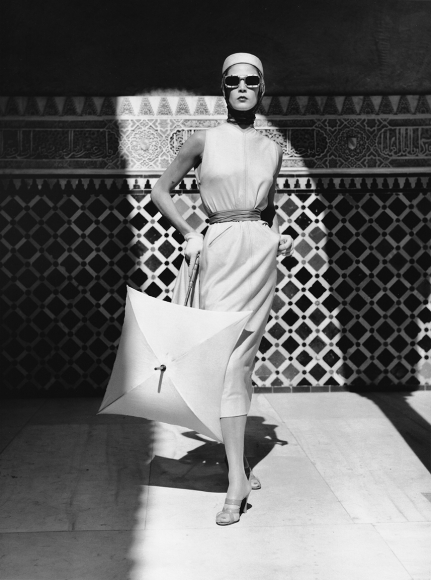 Louise Dahl-Wolfe, Jean Patchett in Alhambra, Spain, 1953