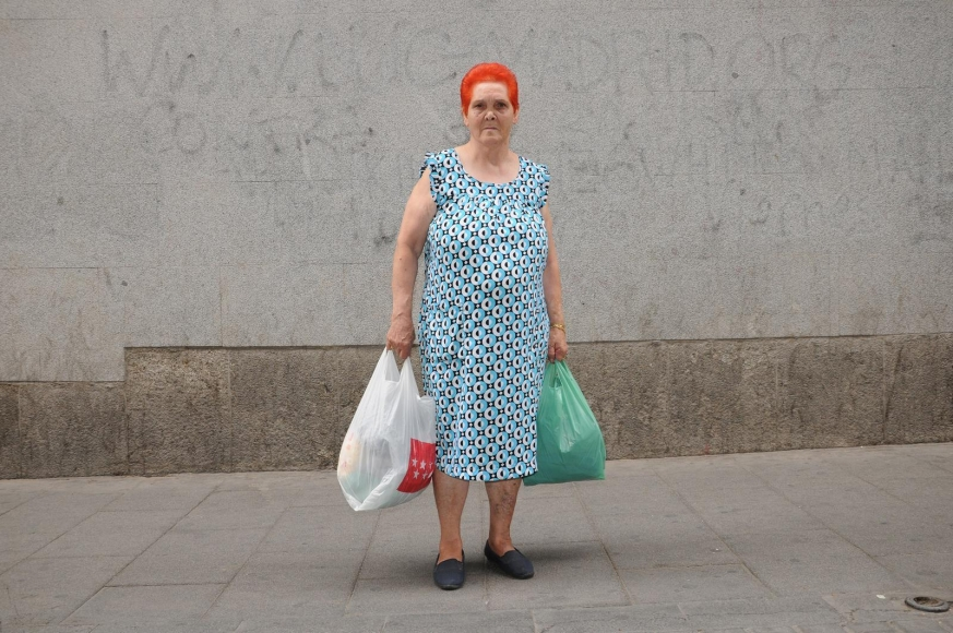 Zoe Strauss -  Woman with Red Hair and Green Bag, Madrid, Spain, 2009  | Bruce Silverstein Gallery
