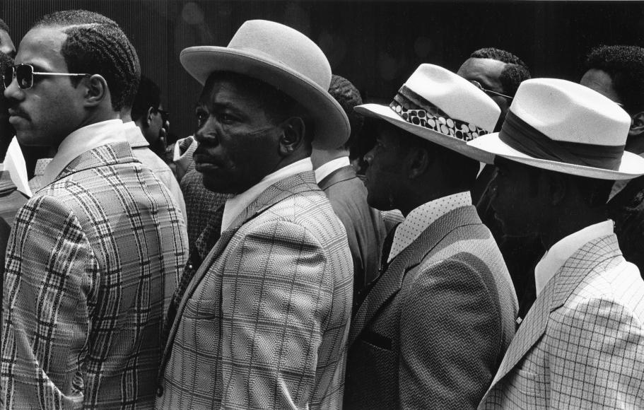 Chester Higgins -  A queue of Stetson hats, Manhattan, 1985