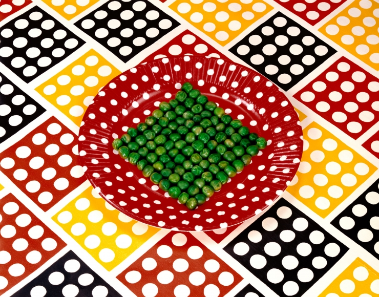 Sandy Skoglund, Peas on a Plate, 1978