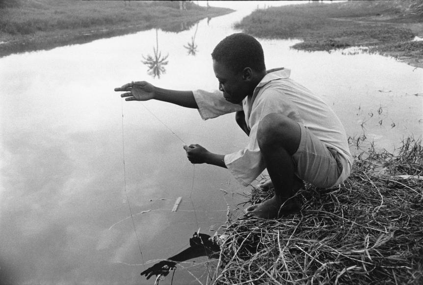 Chester Higgins -  Basin fishing, Accra, Ghana, 1973