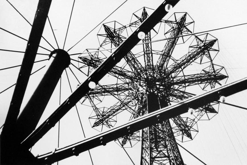 Marvin E. Newman - Untitled (Ferris Wheel), 1952  | Bruce Silverstein Gallery - Untitled (Ferris Wheel), 1952  | Bruce Silverstein Gallery