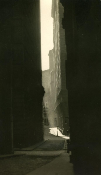 E. O. Hoppé - William Street, 1921    Bruce Silverstein Gallery