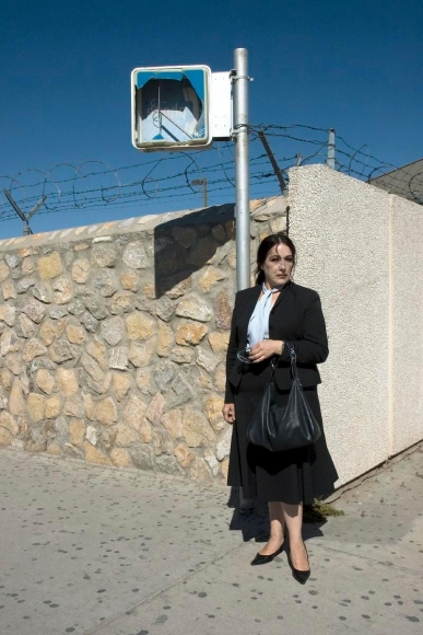 Zoe Strauss-  Woman at US/Mexico Border, 2001-2008    Bruce Silverstein Gallery