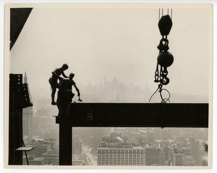 Lewis Hine, Connecting Beams on Skyscraper, 1932