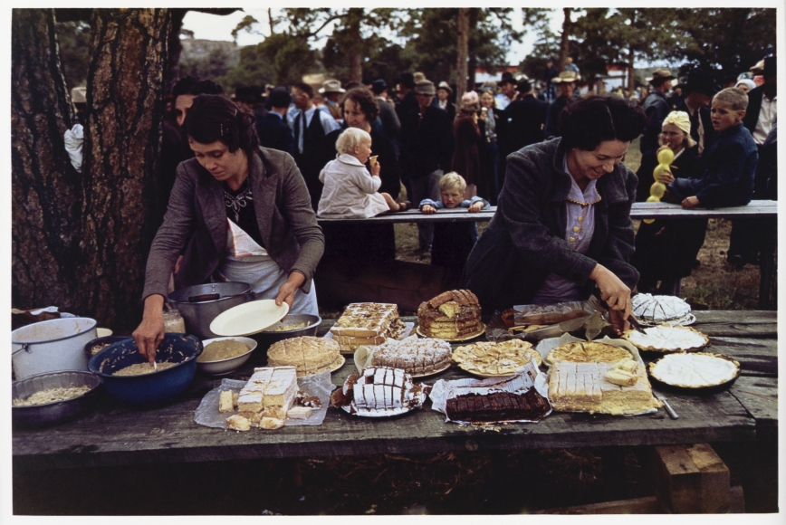 Russell Lee, Cutting the pies and cakes at the barbeque dinner, Pie Town, New Mexico Fair, 1940
