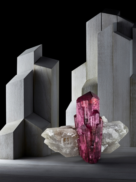 Contrast Exhibition Rubelite
