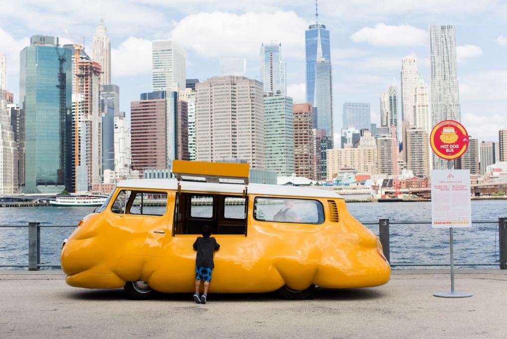 歐文·沃姆:Hot Dog Bus