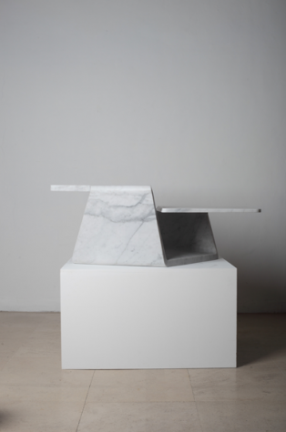 KnotMarble D / 2012 / Carrara marble / Photo by Ian Scigliuzzi