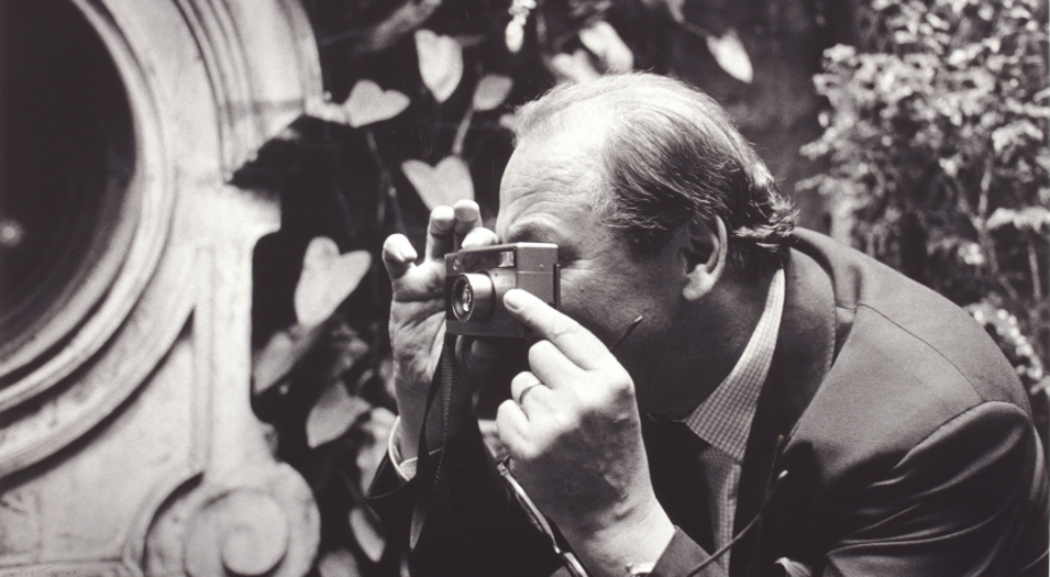 Achim Moeller taking a photograph by Aldo Sessa