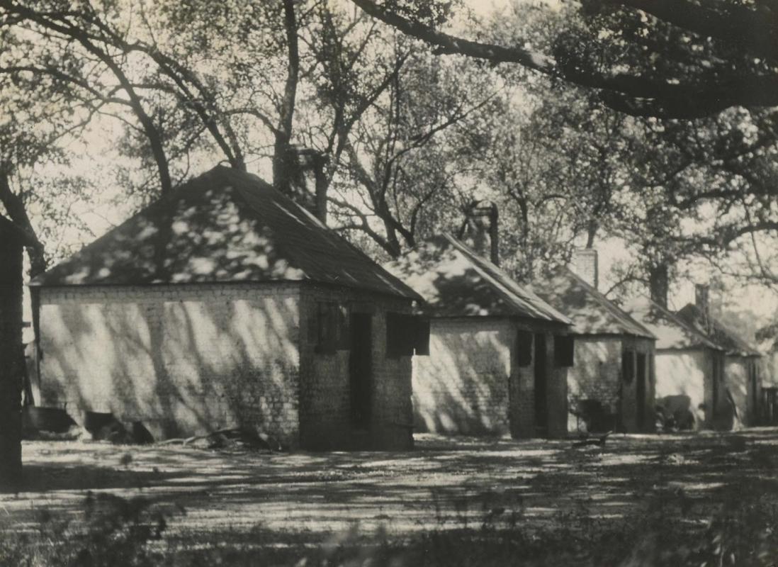 E. O. Hoppé - Savannah, Georgia, 1926 | Bruce Silverstein Gallery
