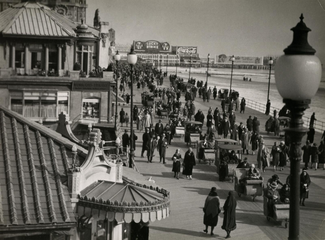 E. O. Hoppé - Atlantic City, NJ, 1926  | Bruce Silverstein Gallery