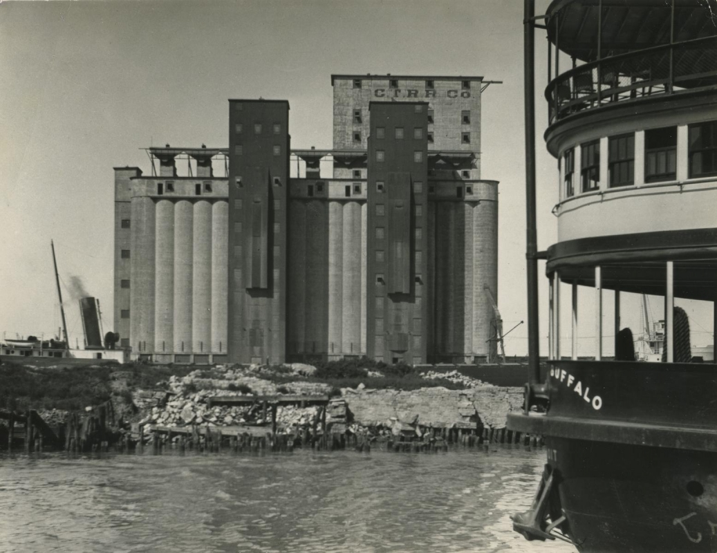 E. O. Hoppé - Buffalo, New York State, 1926  | Bruce Silverstein Gallery