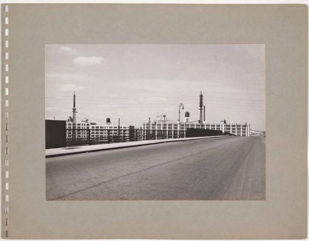 A Walk through Astoria and Other Places in Queens, 1943 : Photographs by Rudolph Burckhardt / Poems by Edwin Denby | Bruce Silverstein Gallery