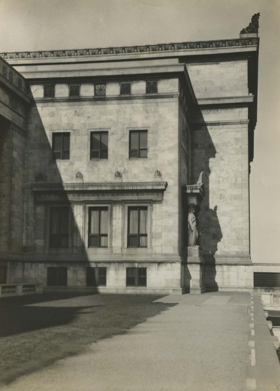 E. O. Hoppé - Field Natural History Museum, Chicago, 1926 | Bruce Silverstein Gallery