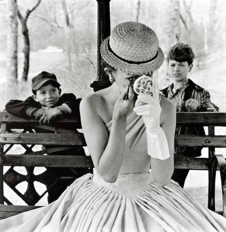Frank Paulin - Makeup, Central Park, 1955 Gelatin silver print | Bruce Silverstein Gallery