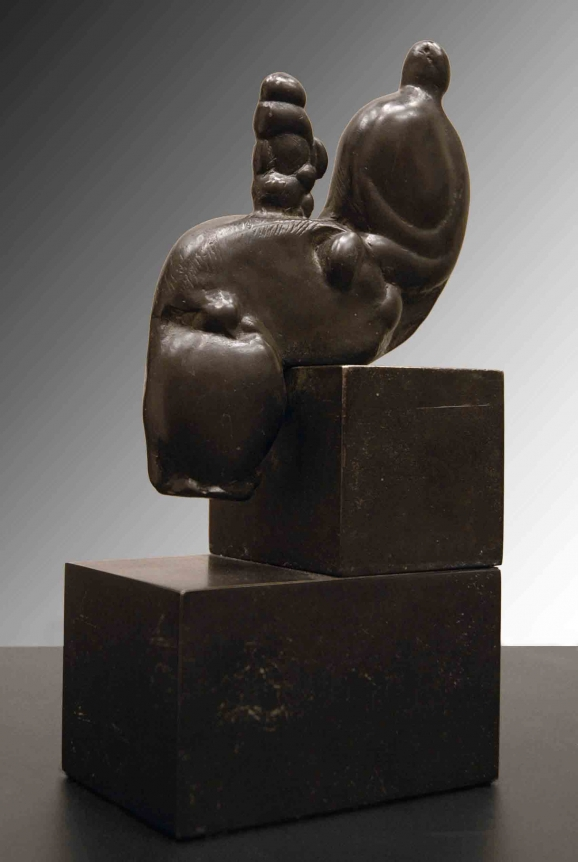 Henry Moore, Mother and Child in Knee, Bronze sculpture