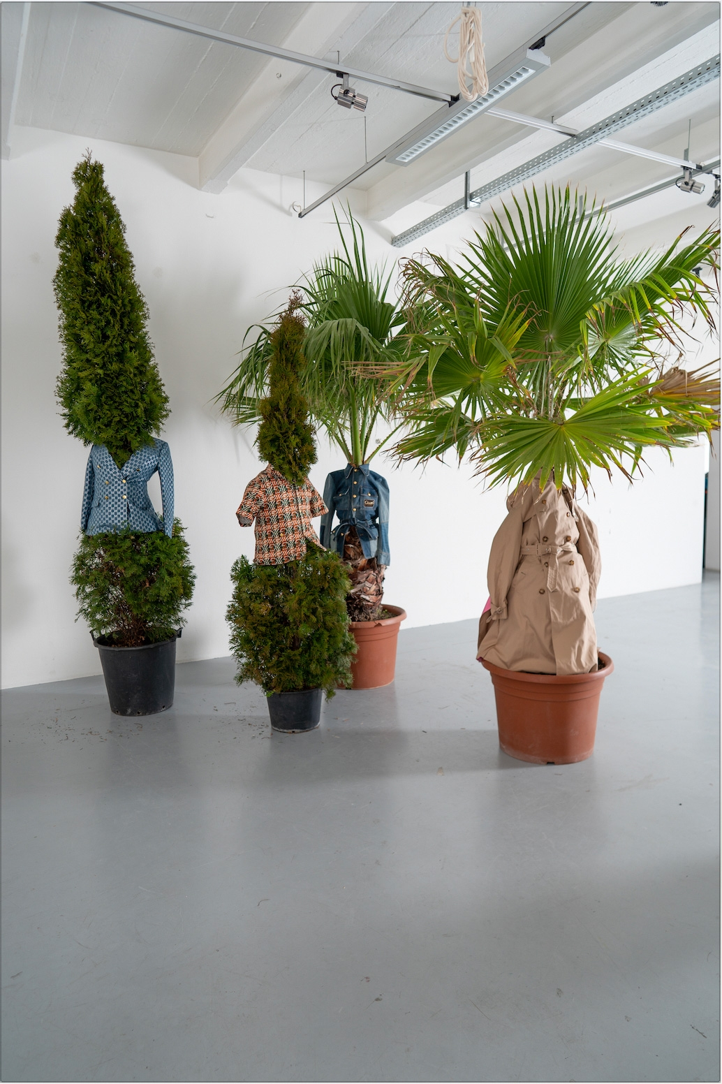 ERWIN WURM, One Minute Sculpture, 2020
