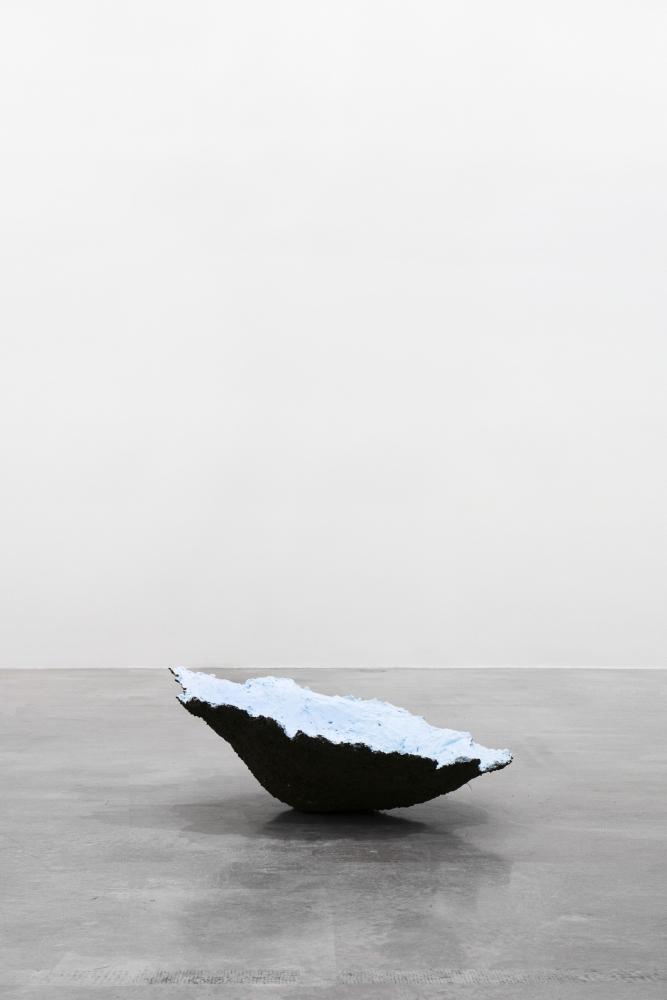 Tania Pérez Córdova (b. 1979) Short Sight Box - Hole F, 2020 Imprint of a hole dug in a field, earth, plant roots, plaster, mesh, enamel paint, beam of light 37.5 x 30.5 x 13.5 inches 95.3 x 77.5 x 34.3 cm