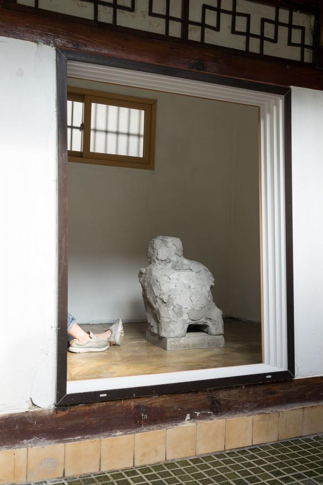 Chung Seoyoung (b.1964) Nobody notices it, 2012-2016 Sound, mixed media, Tina Kim Gallery