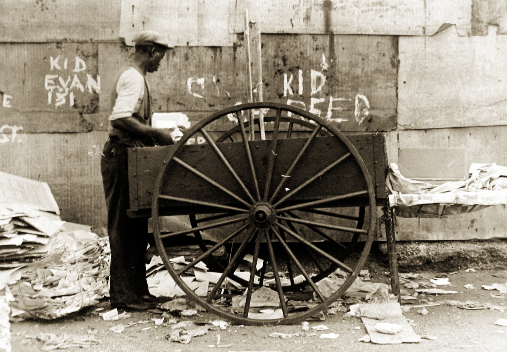 Ben Shahn  Pushcart for Paper, NY, 1932-35 Gelatin silver print; printed c.1932-35 6 5/8 x 9 1/2 inches, Howard Greenberg Gallery, 2020