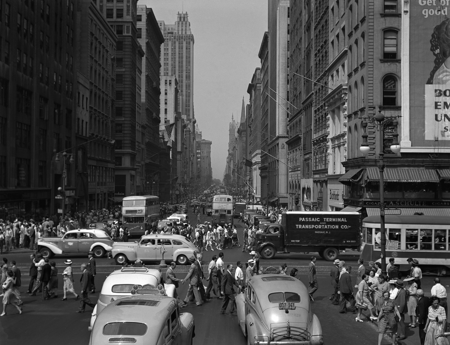 5th Ave. at 42nd St., New York, 1946 Todd Webb