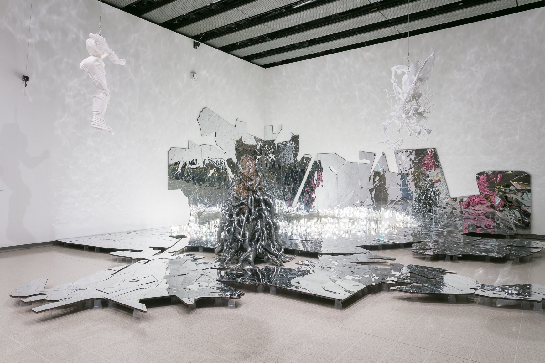LEE BUL, Lee Bul: Crashing