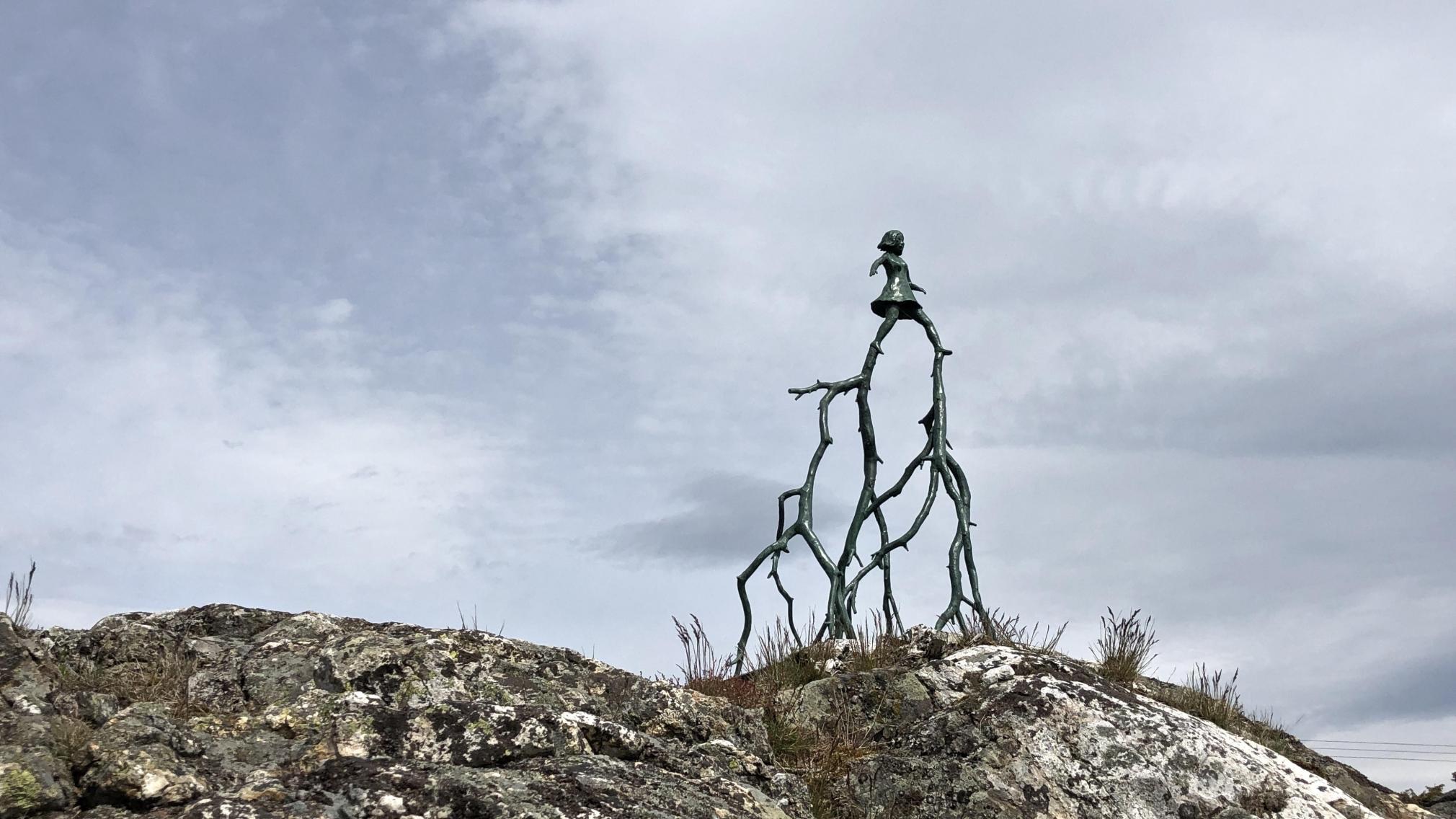 KLARA KRISTALOVA, Animals Natural Sculpture