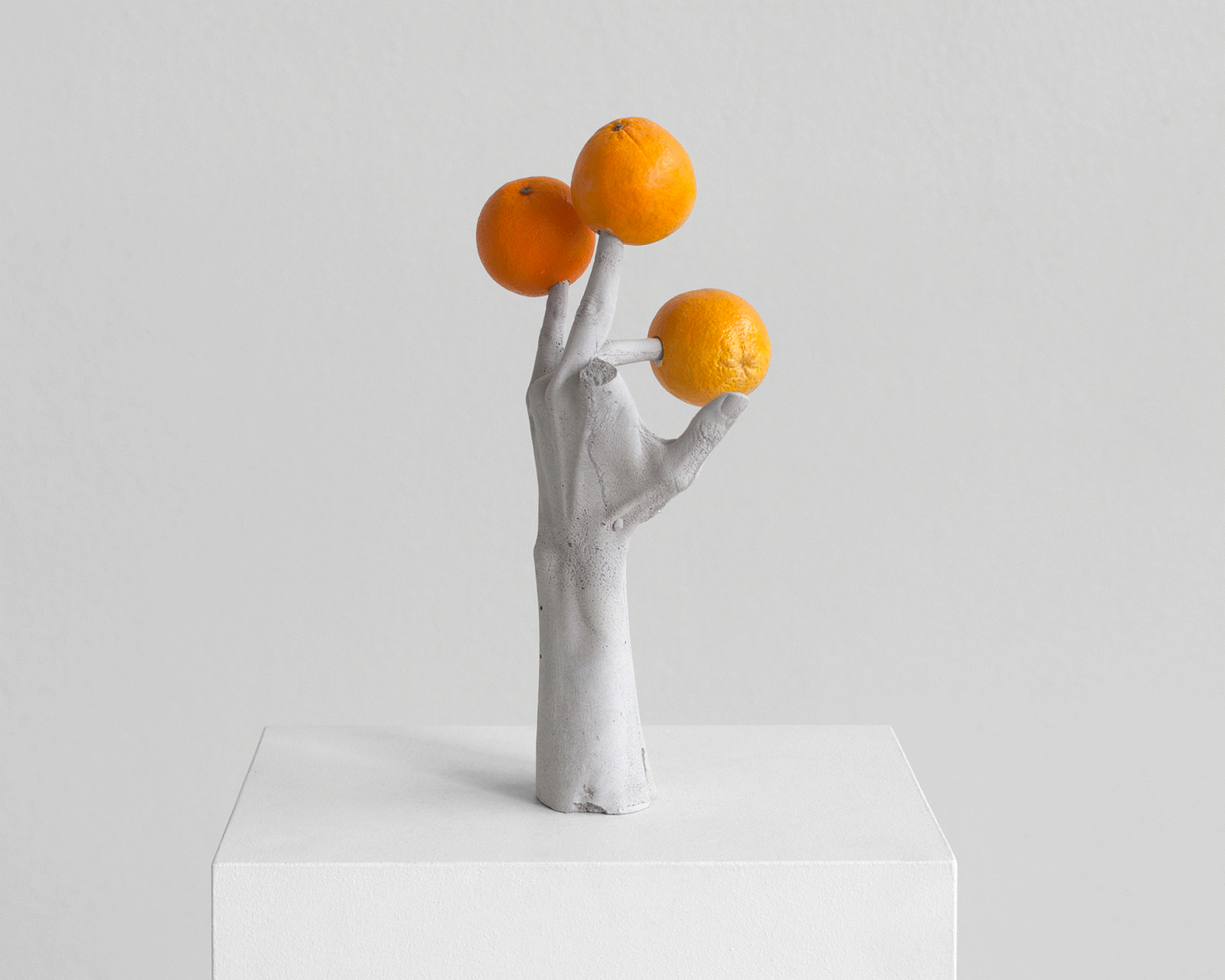 ERWIN WURM, One Minute forever (hands/fruits), 2019