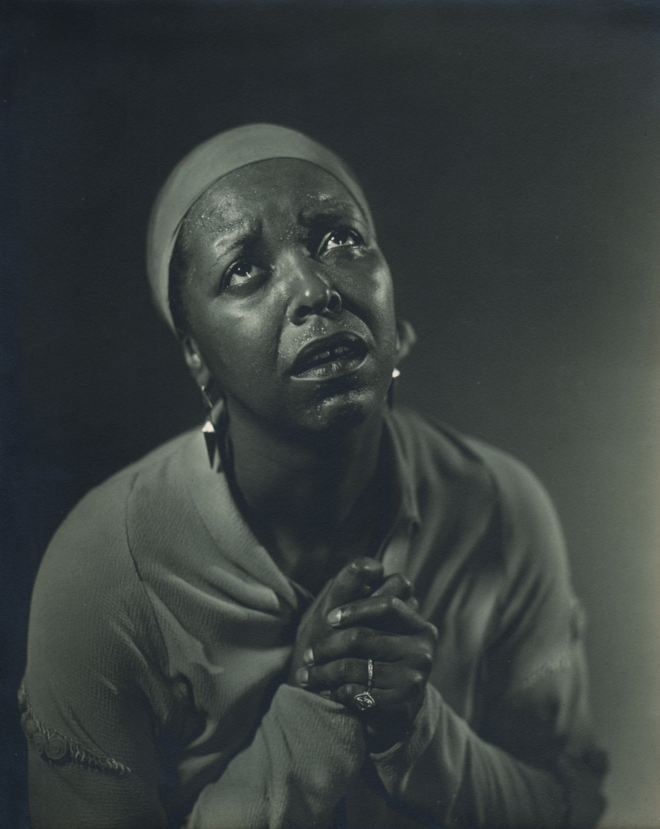 Alfredo Valente, Ethel Waters, c. 1939. Subject looks up and to the right in a supplicating gesture with hands clasped by her chest.