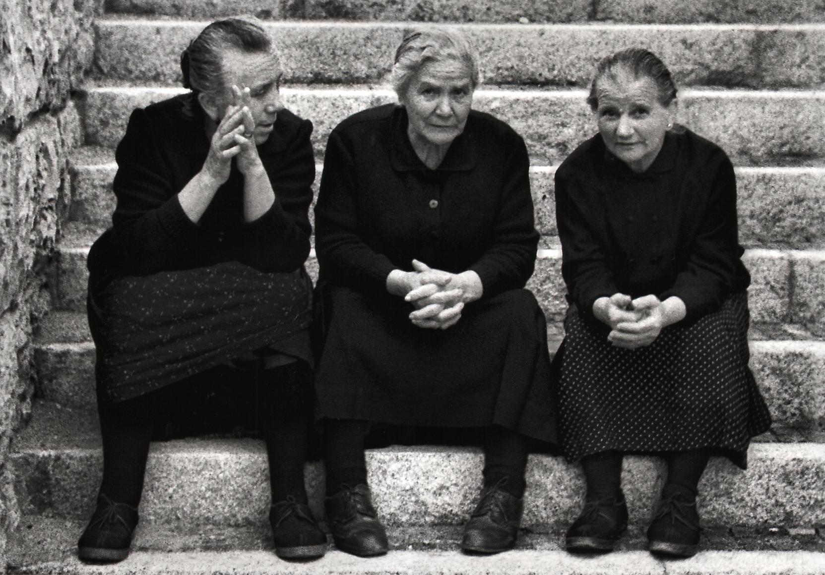 Nino Migliori, The Hands Speak, 1956. Three women sitting on stairs chatting.