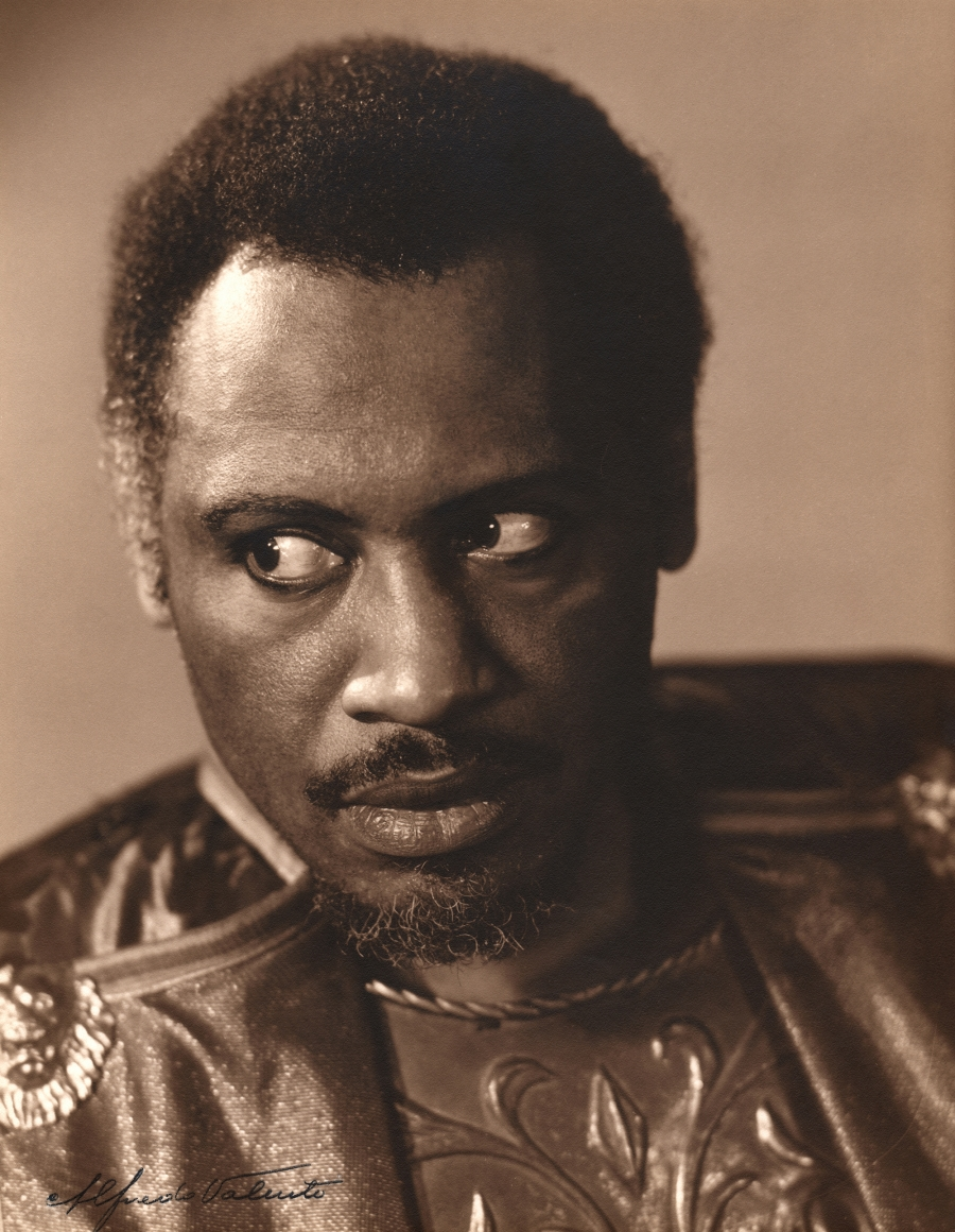 Alfredo Valente, Paul Robeson, 'Othello,' 1939. Subject looks to the left with a serious expression.
