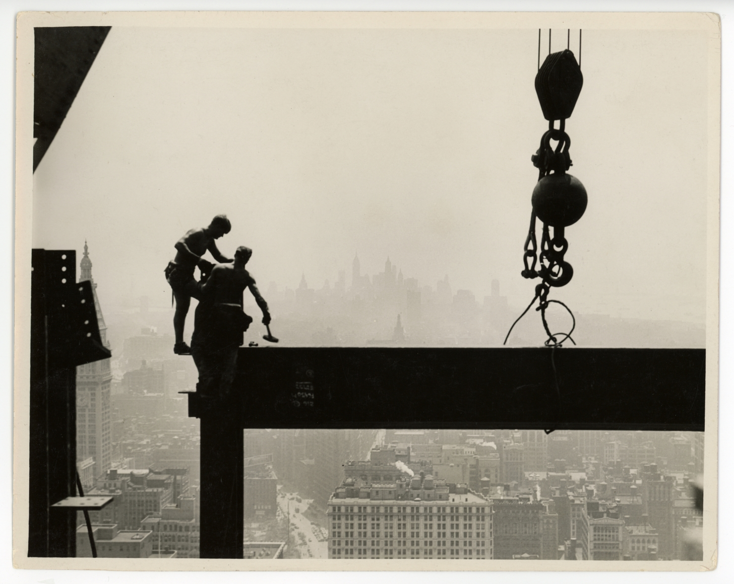 Lewis Hine, Connecting Beams on Skyscraper, 1932