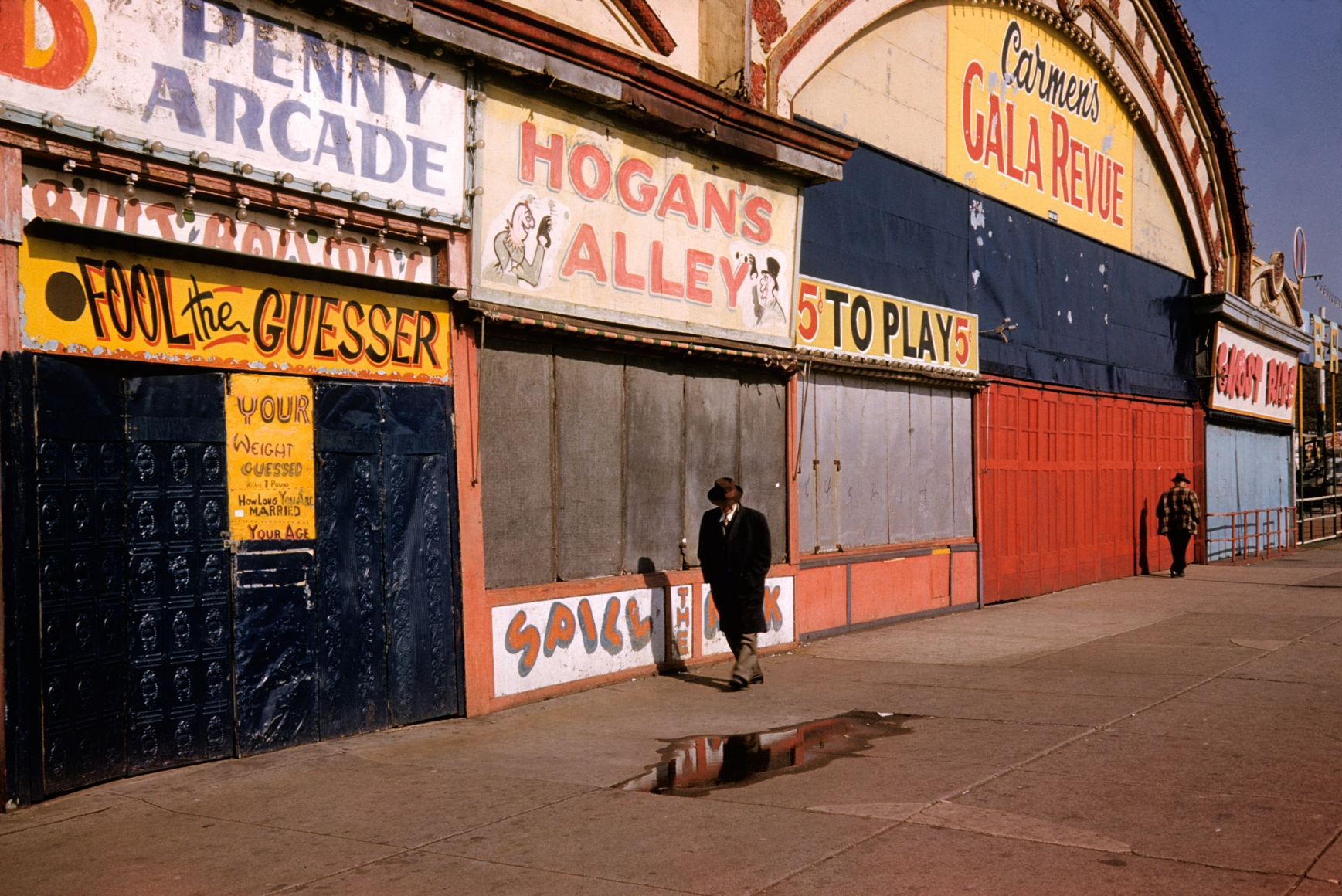 Marvin Newman, Coney Island VI, 1953, archival inkjet print, 13 × 19 in.