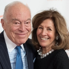 """Estée Lauder mogul gushes over wife at awards dinner"""